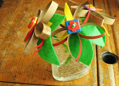 Flores com rolo de papel