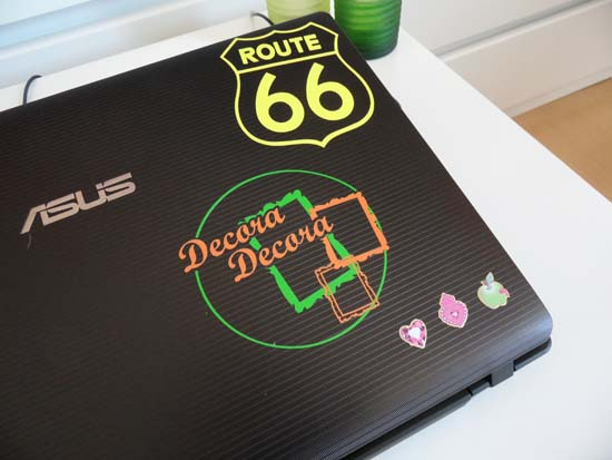 Pegatinas para decorar portátil con logo de tu blog.