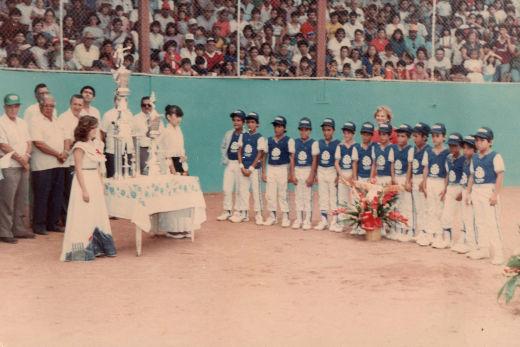 Ceremonia de premiación del campeonato nacional de ligas pequeñas división menor de 1986