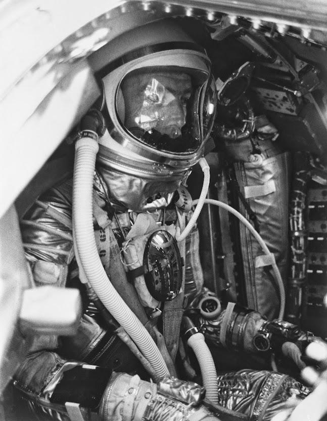 Breitling 809 Cosmonaute Scott Carpenter Scott_Carpenter_inside_Aurora_7