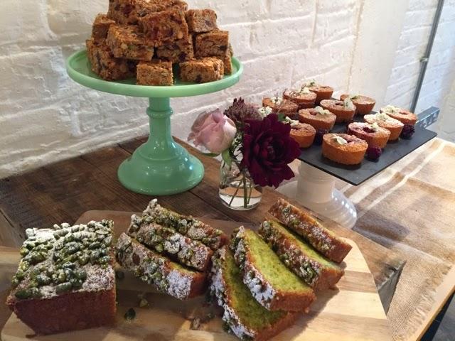 Cake Decorating Internships Uk : Stephanie Eastwood Floral Design: A Flowerona Intern for ...