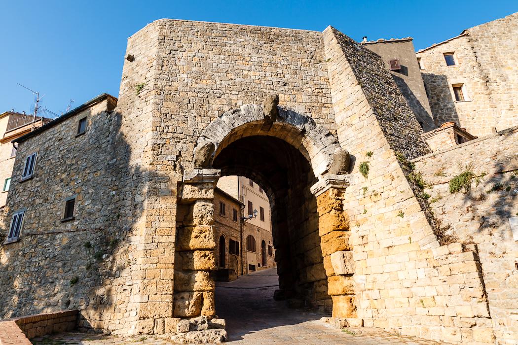 построены этрусками еще в 4-м веке до нашей эры