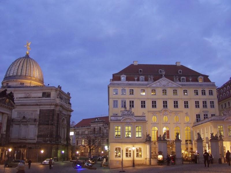 Coselpailais Dresden in der Abenddämmerung