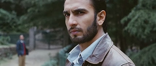 Screen Shot Of Hindi Movie Lootera (2013) Download And Watch Online Free at alldownloads4u.com