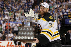 Bruins Tim Thomas wins the Conn Smythe Trophy