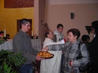 Repartiendo el pan bendito