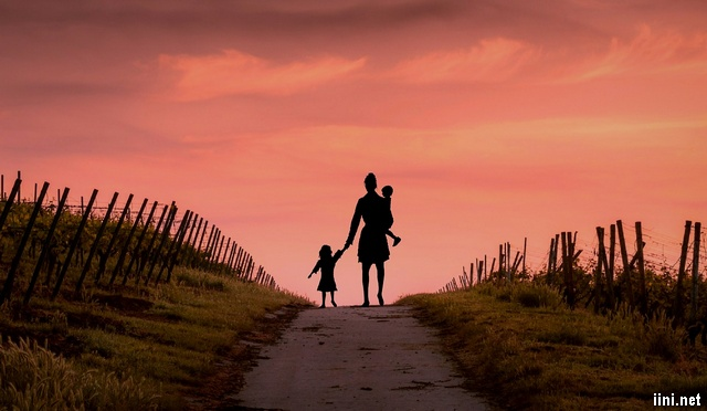 người Mẹ cùng các con sau ly hôn