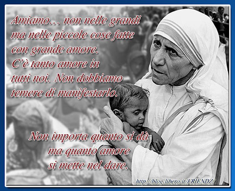 Top con i pensieri di Madre Teresa di Calcutta su FRIENDS FOREVER MN86