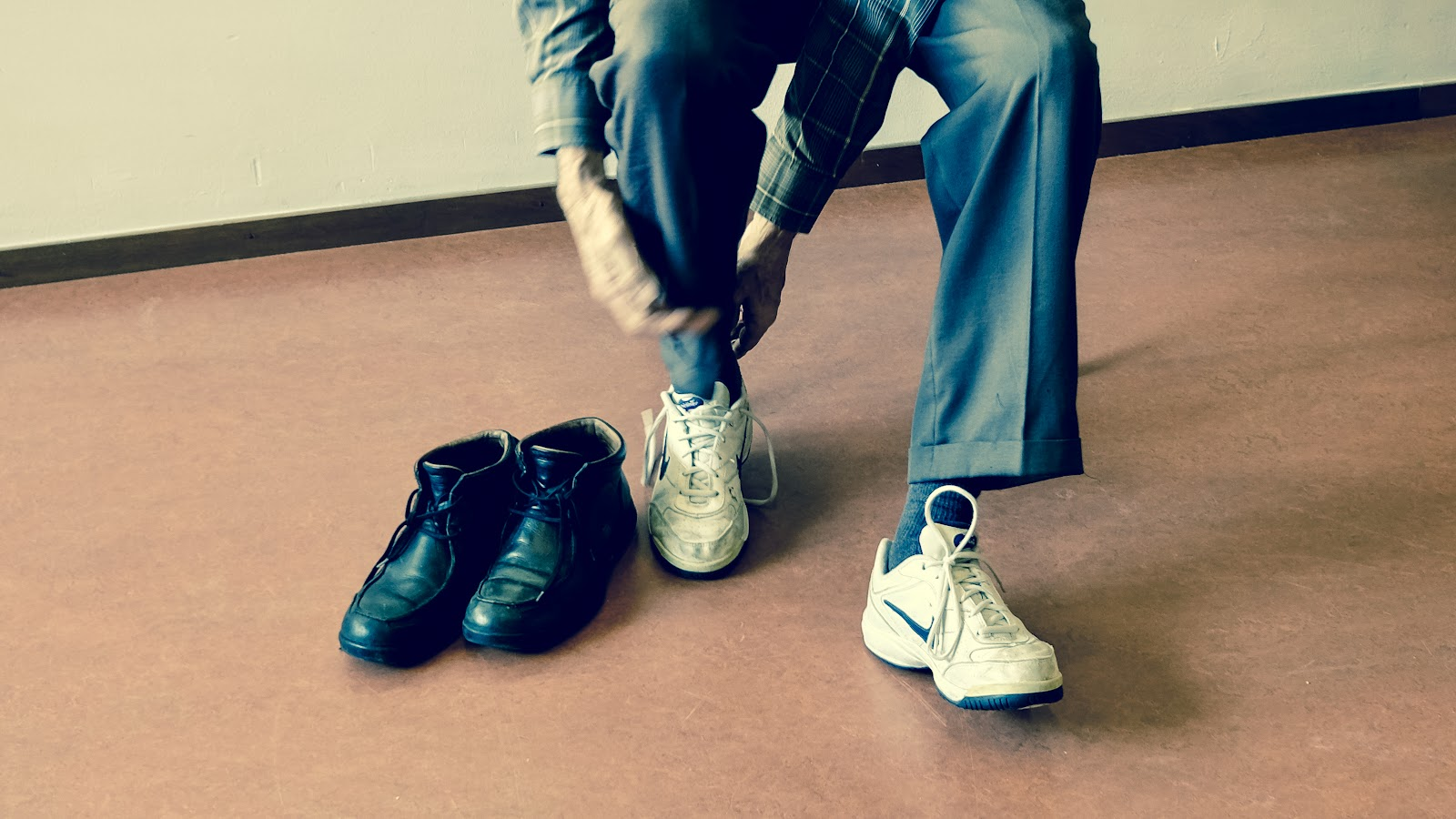 Man tying up shoes