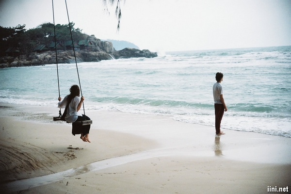 ảnh đôi tình nhân lãng mạn bên biển