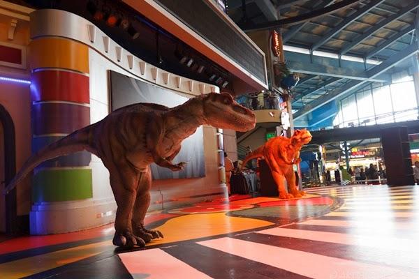 dinosaur menari gentleman psy