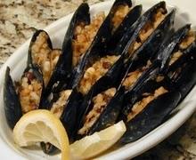 Μύδια με κουκουνάρι,Mussels with pine nuts.