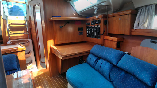 Hunter 386- Cabin Port