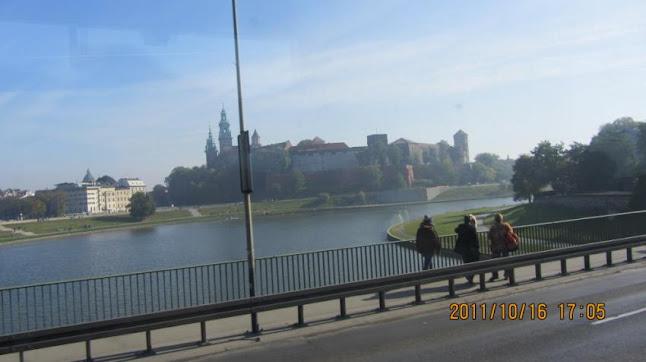 Wawel皇宮與維士瓦河(這是在巴士上拍的)