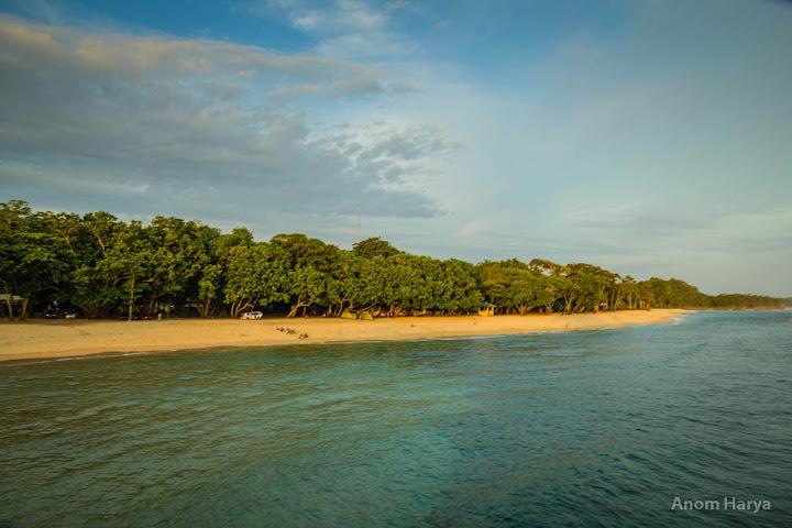 Pesisir Pantai Balekambang