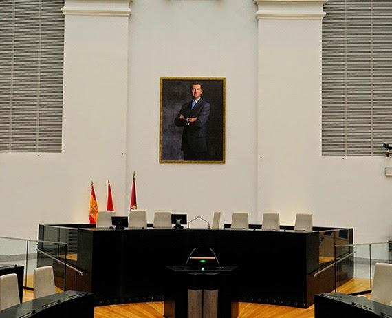 El retrato de Felipe VI ya preside el Salón de Plenos del Ayuntamiento de Madrid
