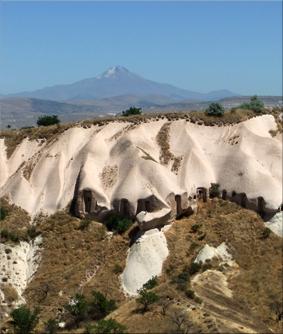 Monte Erciyes (Erciyes Dağı) visto desde el Valle de los Cazadores