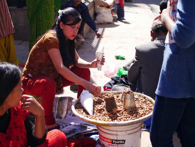 達人帶路-環遊世界-尼泊爾-花生小販
