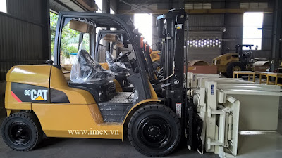 Caterpillar forklift with Inverta Push