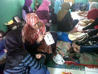 Kegiatan Sulam Pita Sekolah Ibu DPRa Lebak Gede