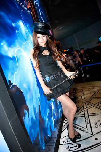 Nữ cảnh sát gợi cảm tại Dungeon & Fighter Festival 13