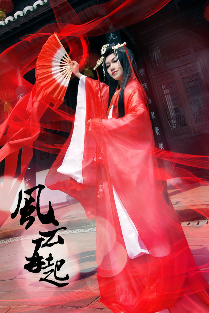 Cosplay ấn tượng về giáo chủ Nhật Nguyệt Thần Giáo - Ảnh 1