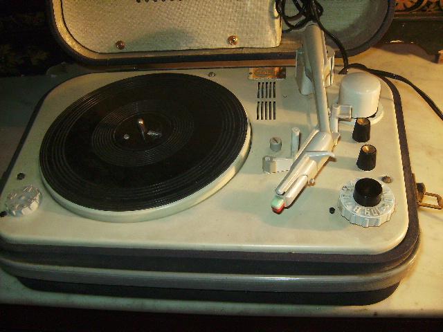 teppaz ancien lectrophone tourne disque claude paz visseaux showroom didoulabrocante. Black Bedroom Furniture Sets. Home Design Ideas