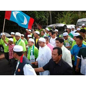 TG Hadi Dan Azmin Ketuai Perarakan Calon PAS, Allahuakhbar!
