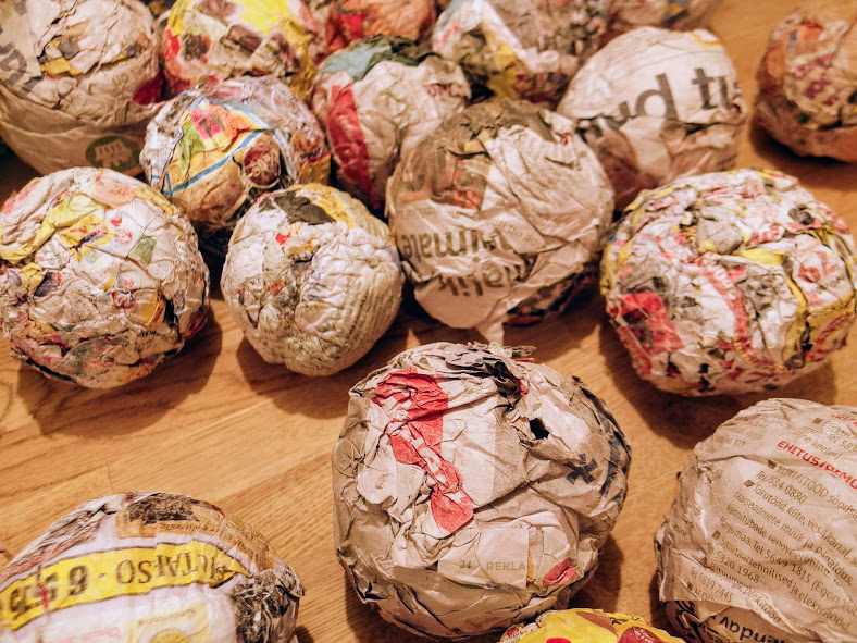 DIY. Painted Paper Mache Christmas Baubles.