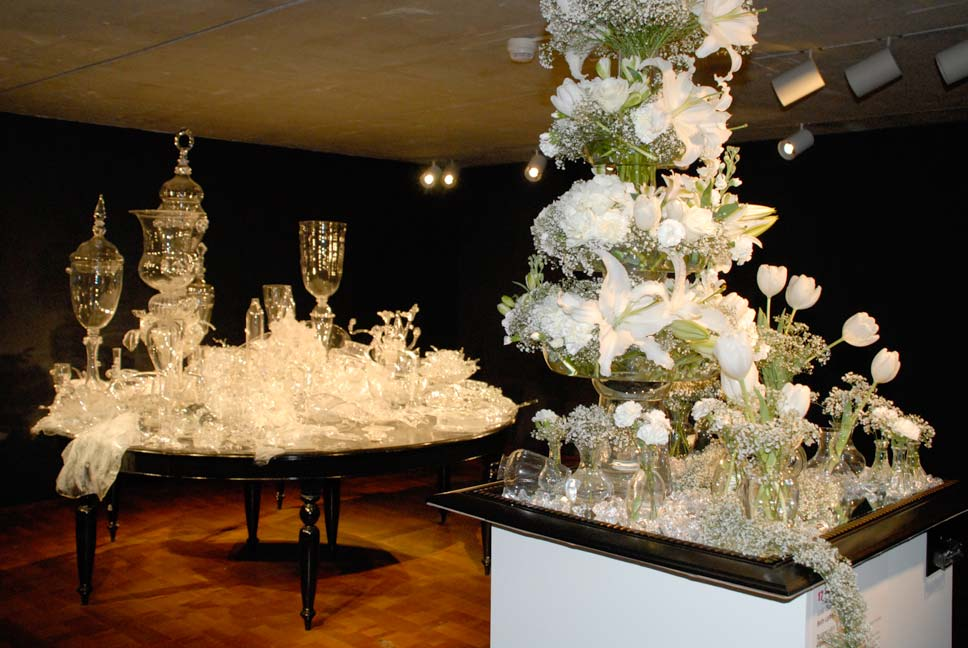 Flower arrangement Emily Neubauer Belle Fiori sculpture Laid Table by Beth Lipman Milwaukee Art Museum Art in Bloom