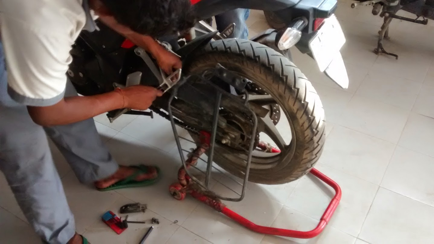For me remember that ugly torn wheel well from the before pictures - But Before That I Had To Get Rid Of The Ugly Saree Guard Which Simply Didn T Belong On The Motorcycle So Off It Went