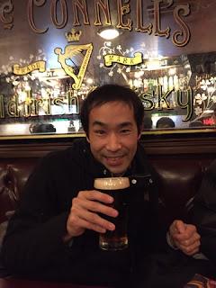 新宿区役所通りのHUBで飲むマジシャンえいち
