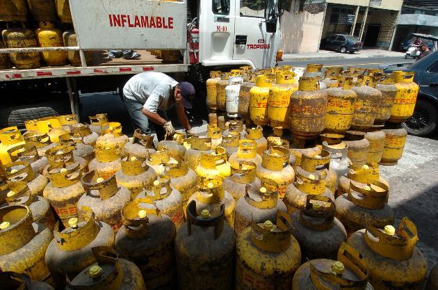 Gobierno prohibe la importación de calefones a gas
