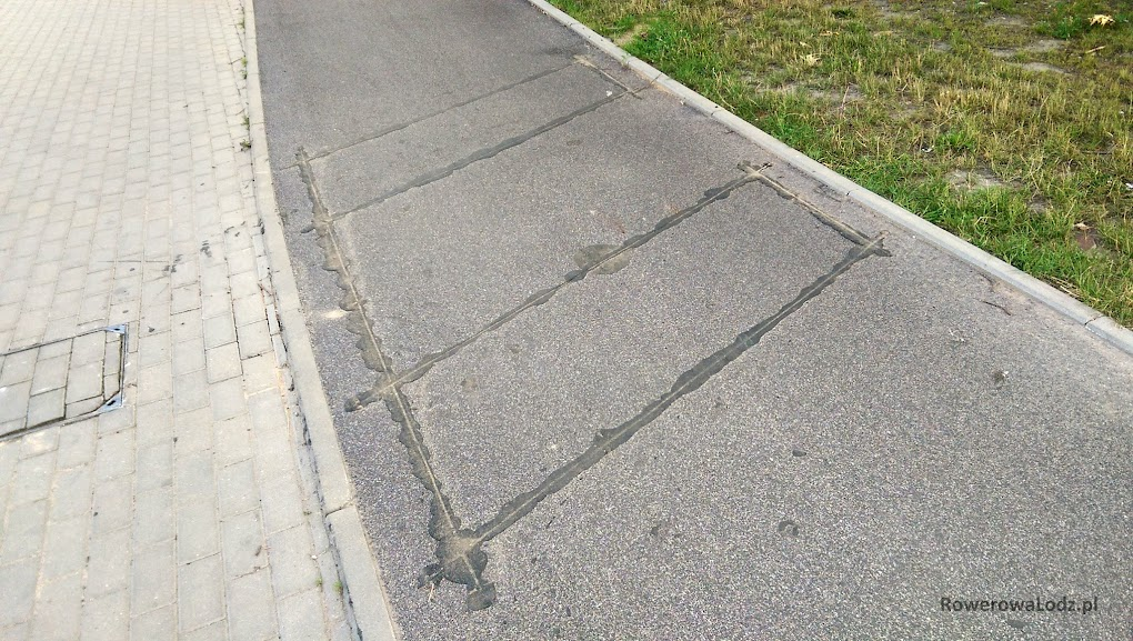 Zatopiona w asfalcie pętla indukcyjna. Powinna zliczać nie tylko ilość ale i kierunek jazdy rowerów