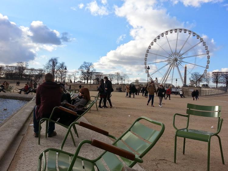 Love at Jardin des Tuileries