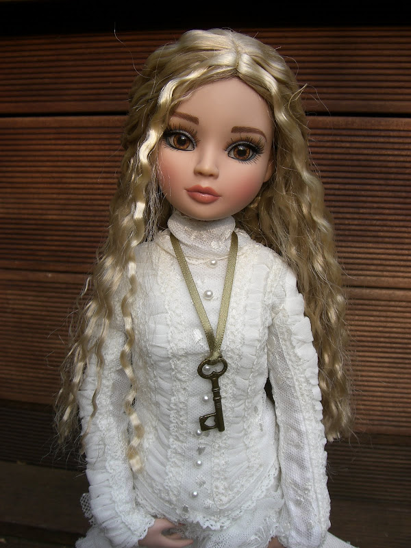 Rosalba, l'EE  brunette relookée de Sandra San 025