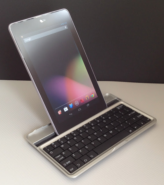 Bluetooth Keyboard for Google Nexus7にNexusを縦にして設置