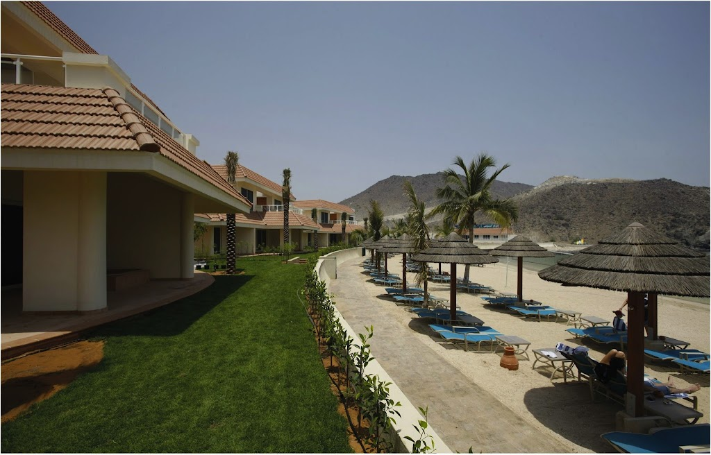 Oceanic Resort and Spa in Khorfakkan, with Mercedes E200 Coupé