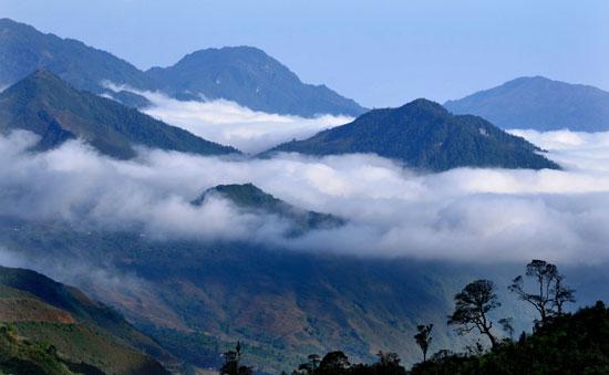 Thơ lục bát họa ảnh mây và núi