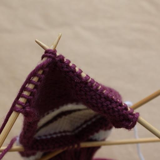 Узоры вязания шапок на спицах