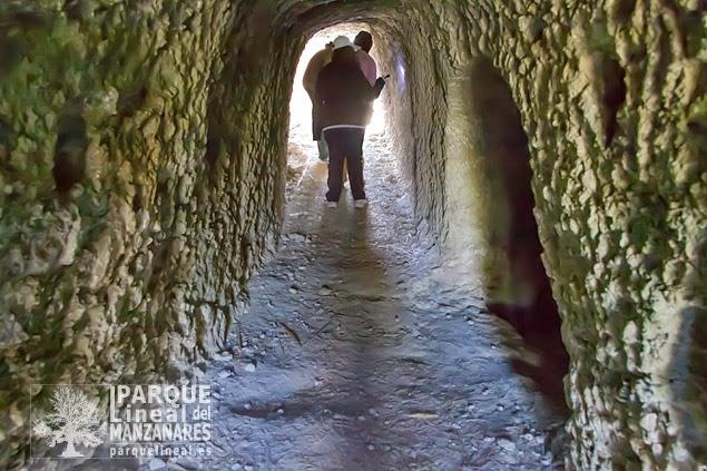 Sobre un pequeño cerro, destacado por la planicie del valle del Jarama que allí mismo arranca, se instaló un puesto republicano avanzado. Recorrido en su superficie por numerosas trincheras, dispone en su interior de varias galerías dignas de una visita.