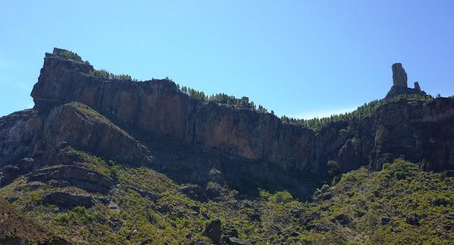 Bild vom Roque Nublo von unten aufgenommen