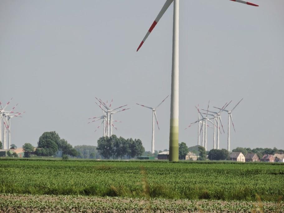 Westküste von S-H - Ein Dorf wird belagert (c) www.windwahn.de