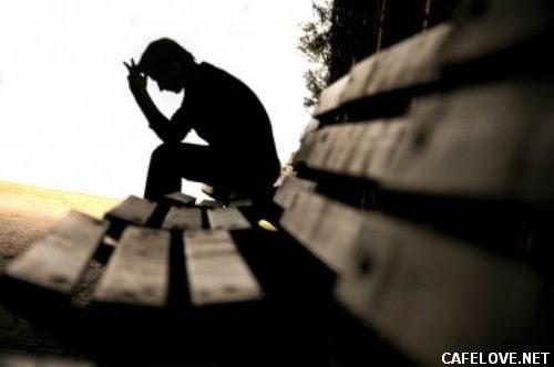 Xem ảnh con trai buồn vì thất tình