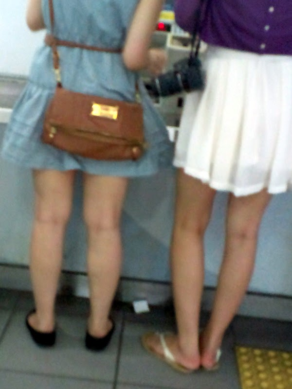 at the station part 3:upskirt,picasa0