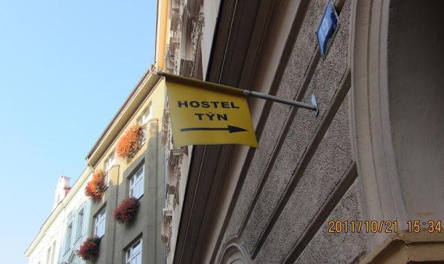 Hostel Tyn門口的指標旗子