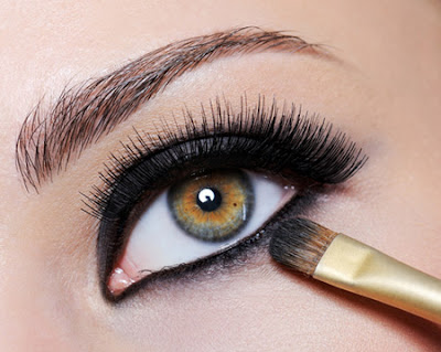 how to apply liquid eyeliner to lower lid