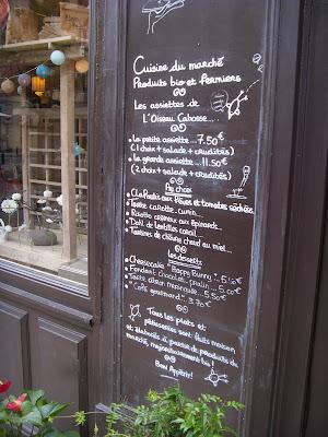 カフェの表の手書きメニュー
