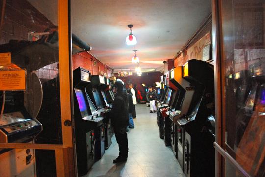 electronic arcade speedball toronto. arcade cabinet nyc