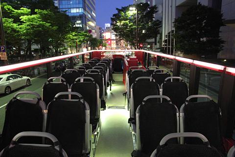 西日本鉄道「福岡オープントップバス」 赤塗装 車内